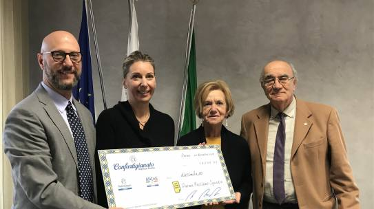 Confartigianato consegna un assegno da 10.000 euro a Parma Facciamo Squadra
